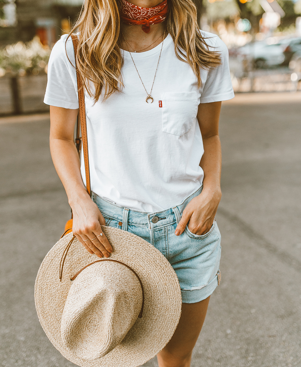 livvyland blog olivia watson austin texas fashion style blogger what to wear levis denim shorts festival outfit idea 8 - Summer time In Levi's