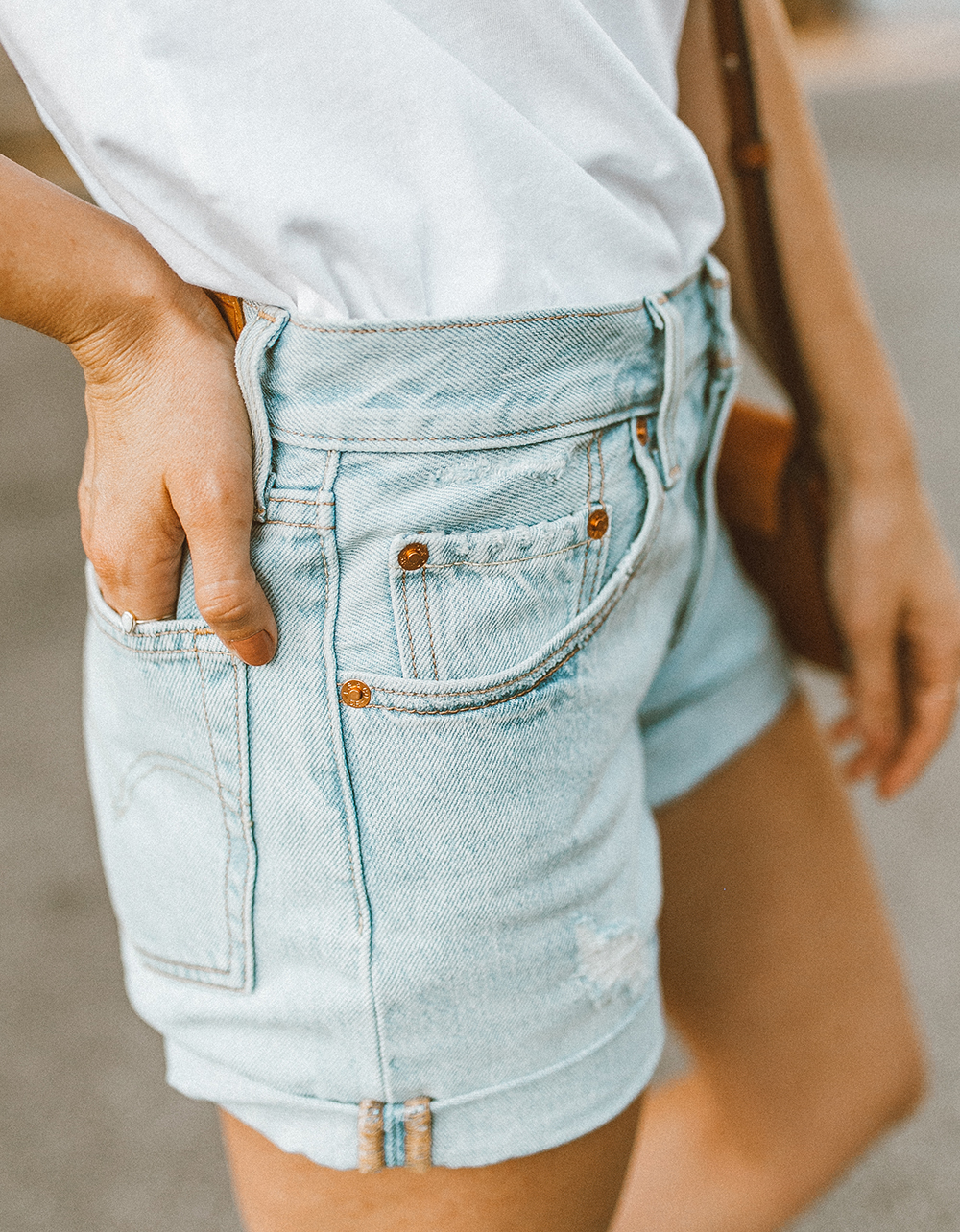 livvyland blog olivia watson austin texas fashion style blogger what to wear levis denim shorts festival outfit idea 9 - Summer time In Levi's
