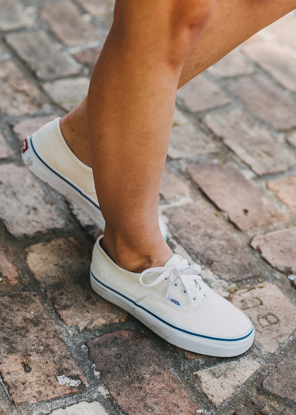 livvyland-blog-olivia-watson-austin-texas-fashion-style-vans-classic-sneakers