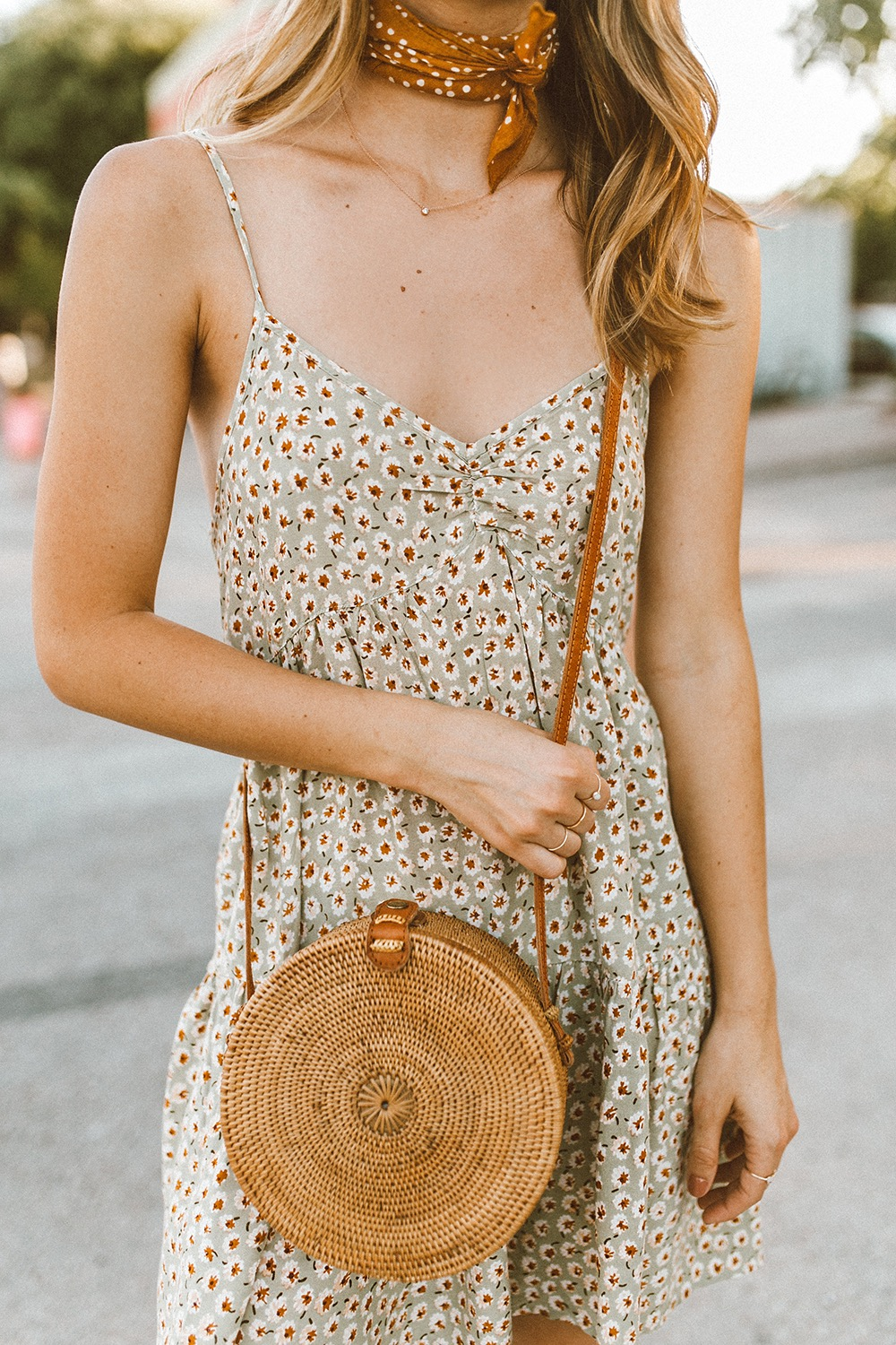 livvyland-blog-olivia-watson-south-congress-i-love-you-so-much-mural-urban-outfitters-harper-babydoll-floral-tie-back-dress-bandana-neck-4