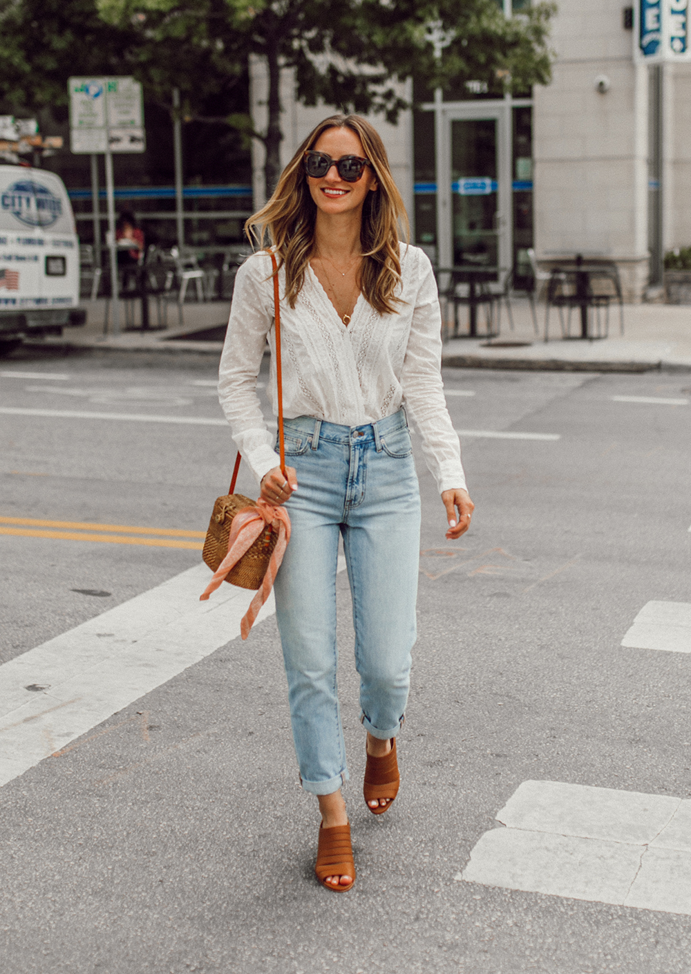 livvland-blog-olivia-watson-austin-texas-fashion-lifestyle-blogger-sezane-lace-deep-v-top-rattan-bag-madewell-summer-jeans-10