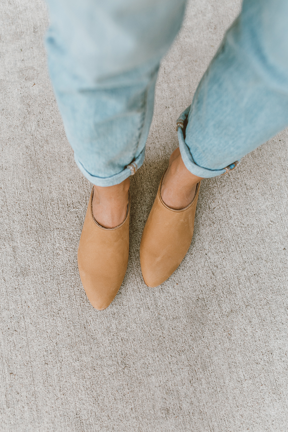 livvyland-blog-olivia-watson-austin-texas-fashion-style-blog-nisolo-tan-nude-suede-mariella-mules-tee-jeans-outfit-1