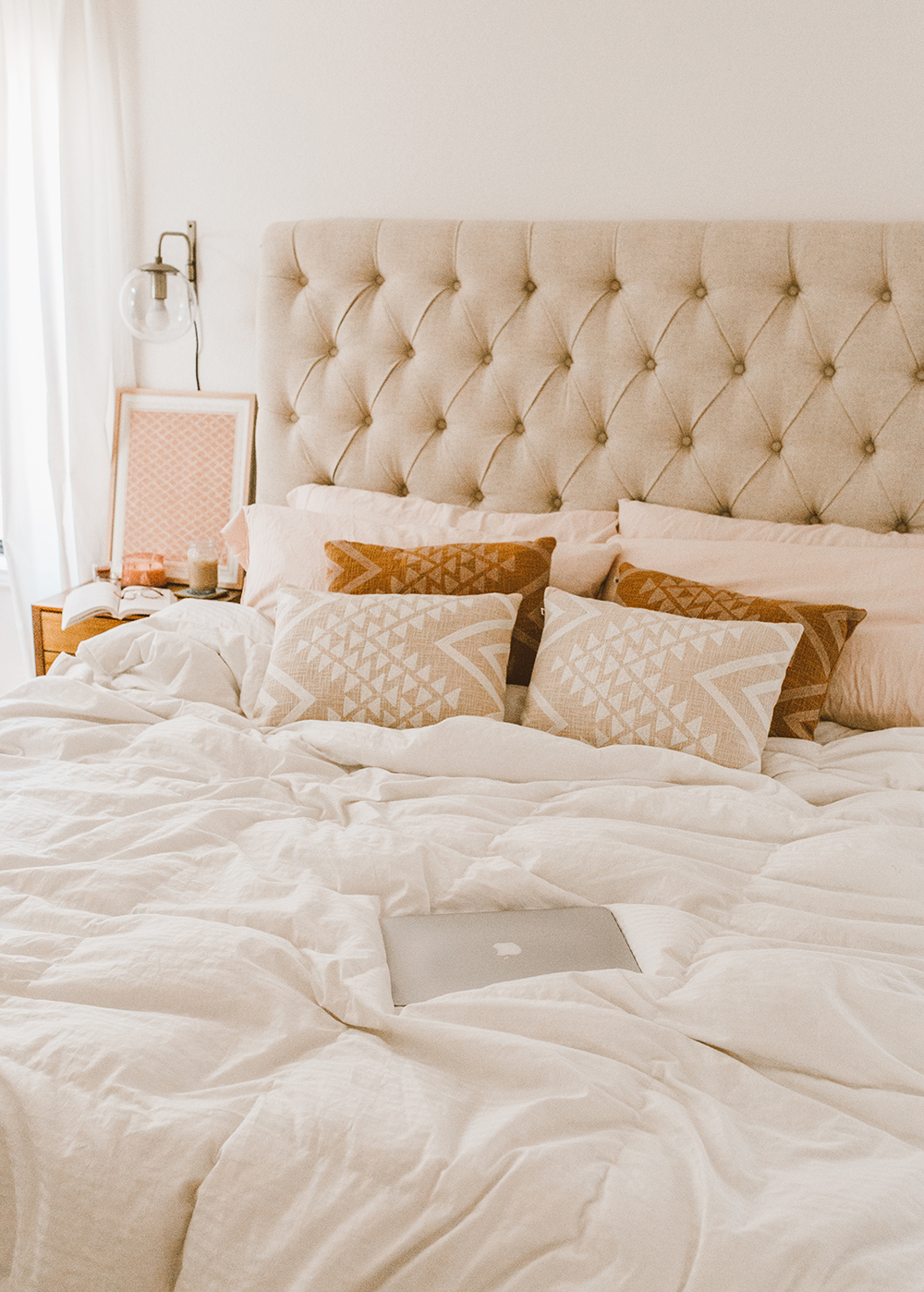 livvyland-blog-olivia-watson-austin-texas-lifestyle-blog-urban-outfitters-home-decor-bohemian-cozy-throw-pillows-bedroom-ideas-6