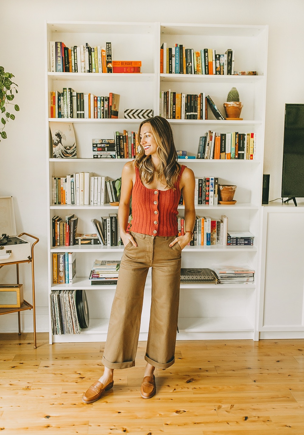 livvyland-blog-olivia-watson-everlane-wide-leg-crop-pant-ribbed-button-up-sweater-tank-austin-style-lifestyle-blogger-madewell-loafer-mule-10