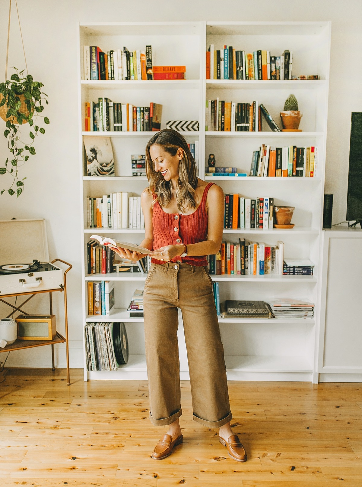 livvyland-blog-olivia-watson-everlane-wide-leg-crop-pant-ribbed-button-up-sweater-tank-austin-style-lifestyle-blogger-madewell-loafer-mule-8