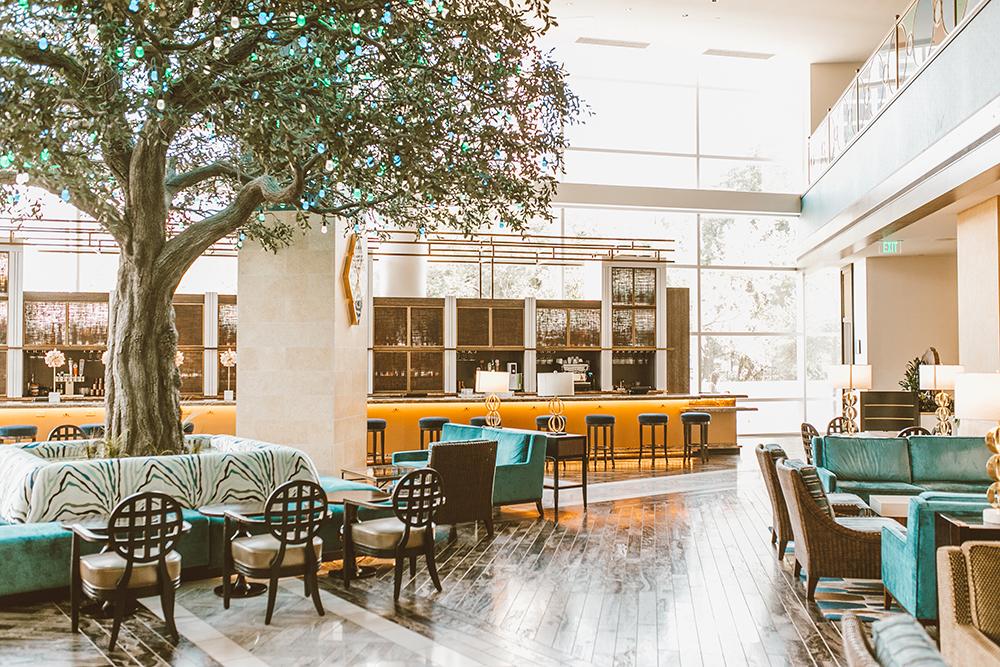 livvyland-blog-olivia-watson-austin-texas-lifestyle-blogger-fairmont-hotel-atx-downtown-bar