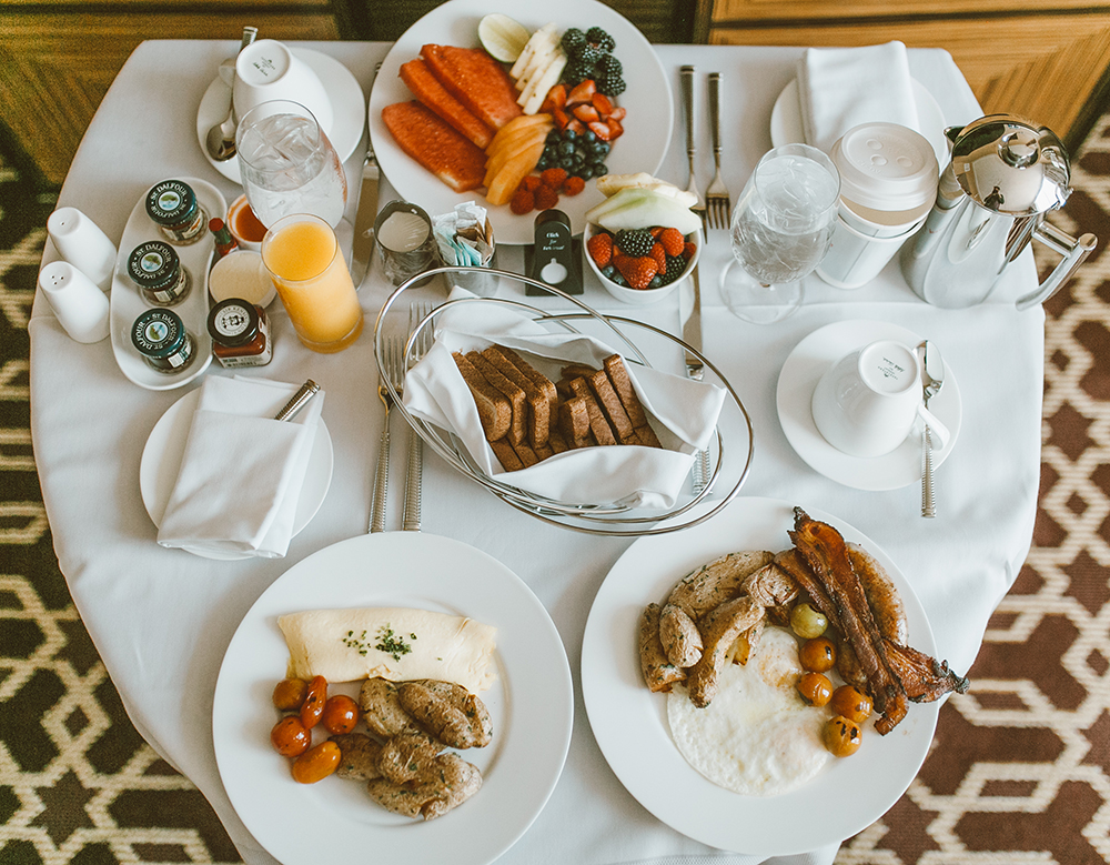 livvyland-blog-olivia-watson-austin-texas-lifestyle-blogger-fairmont-hotel-atx-downtown-room-service-breakfast-in-bed-1