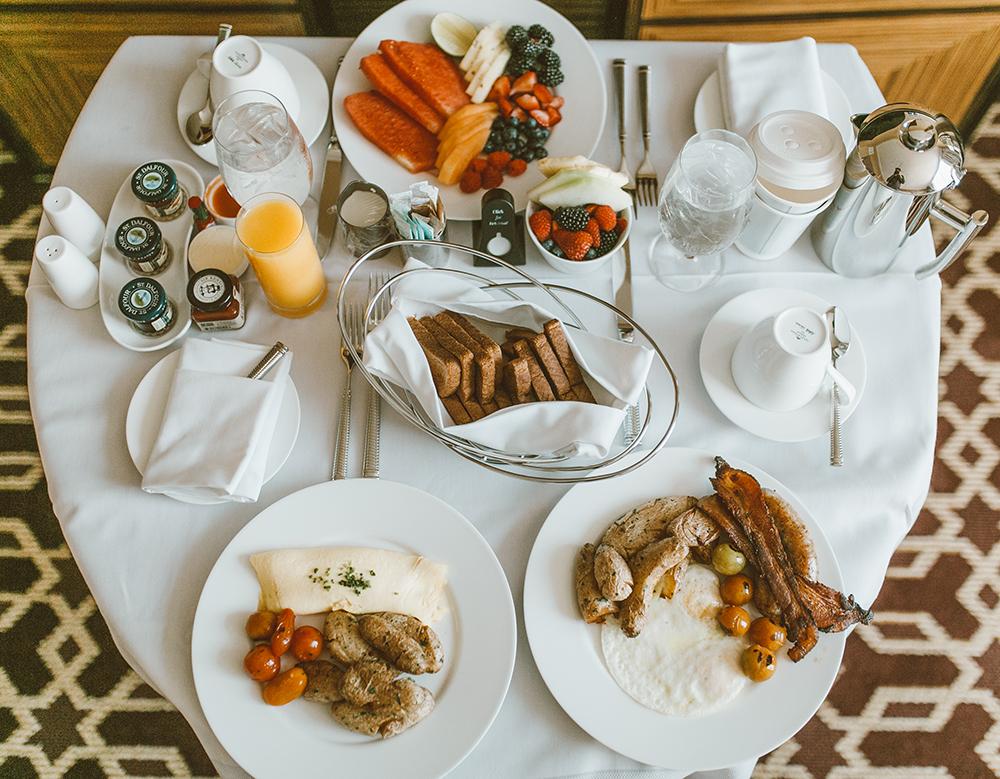 livvyland-blog-olivia-watson-austin-texas-lifestyle-blogger-fairmont-hotel-atx-downtown-room-service-breakfast-in-bed-1