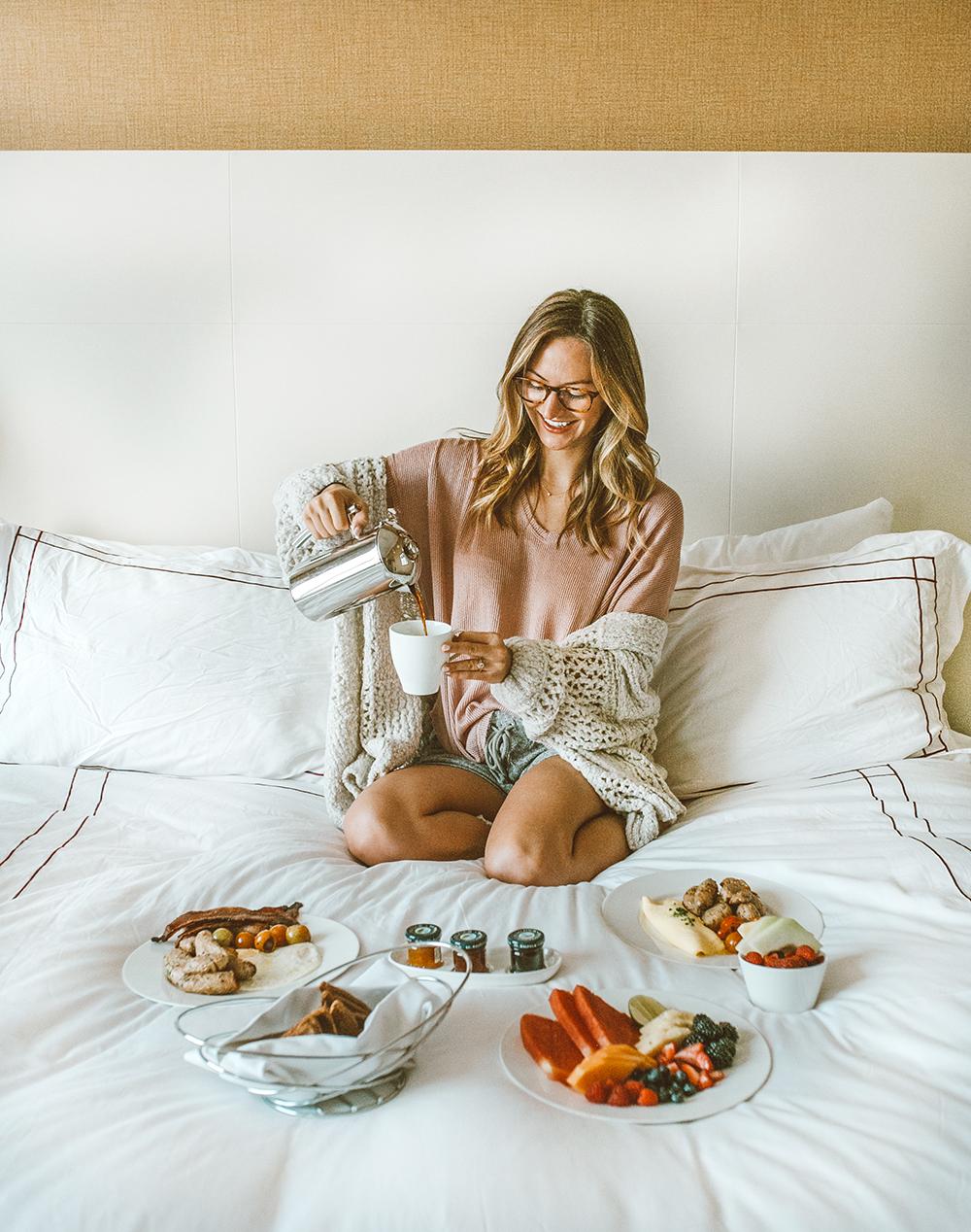 livvyland-blog-olivia-watson-austin-texas-lifestyle-blogger-fairmont-hotel-atx-downtown-room-service-breakfast-in-bed-2