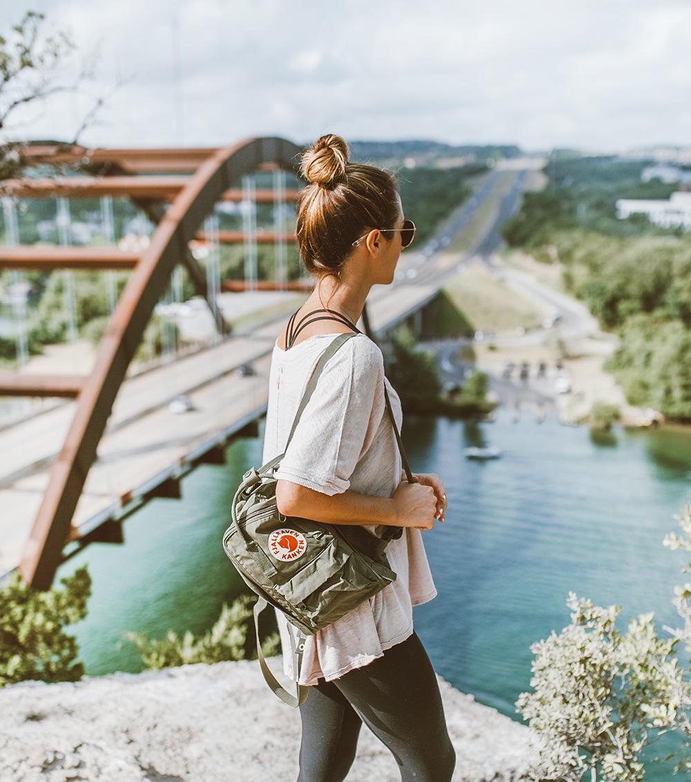 livvyland-blog-olivia-watson-backcountry-free-people-take-me-tee-fjallraven-kanken-mini-green-backpack-360-overlook-bridge-10