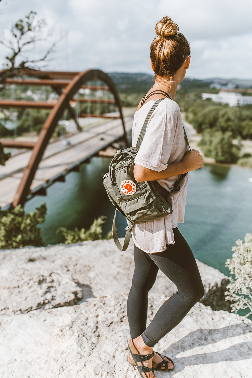 livvyland-blog-olivia-watson-backcountry-free-people-take-me-tee-fjallraven-kanken-mini-green-backpack-360-overlook-bridge-11