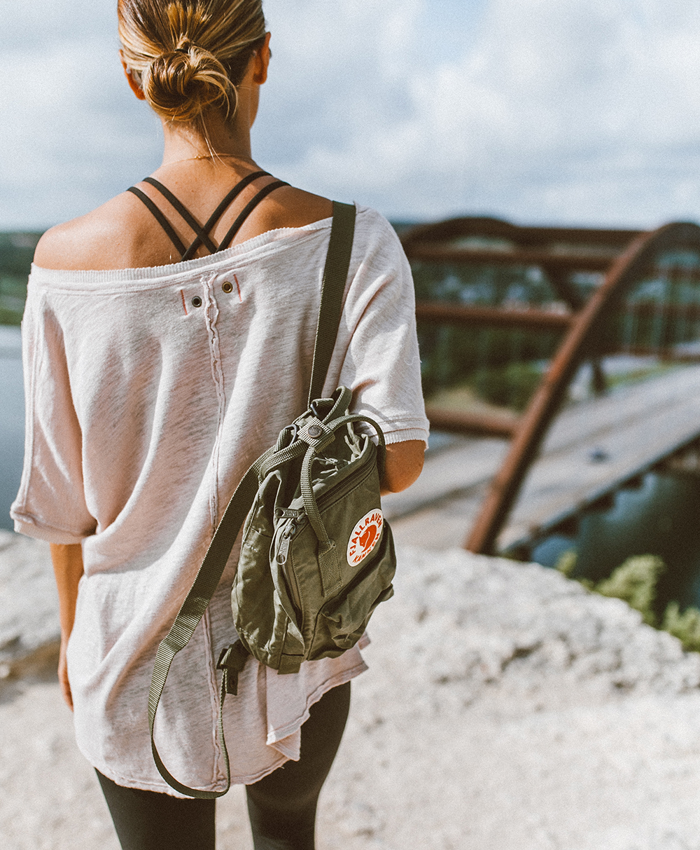 livvyland-blog-olivia-watson-backcountry-free-people-take-me-tee-fjallraven-kanken-mini-green-backpack-360-overlook-bridge-4