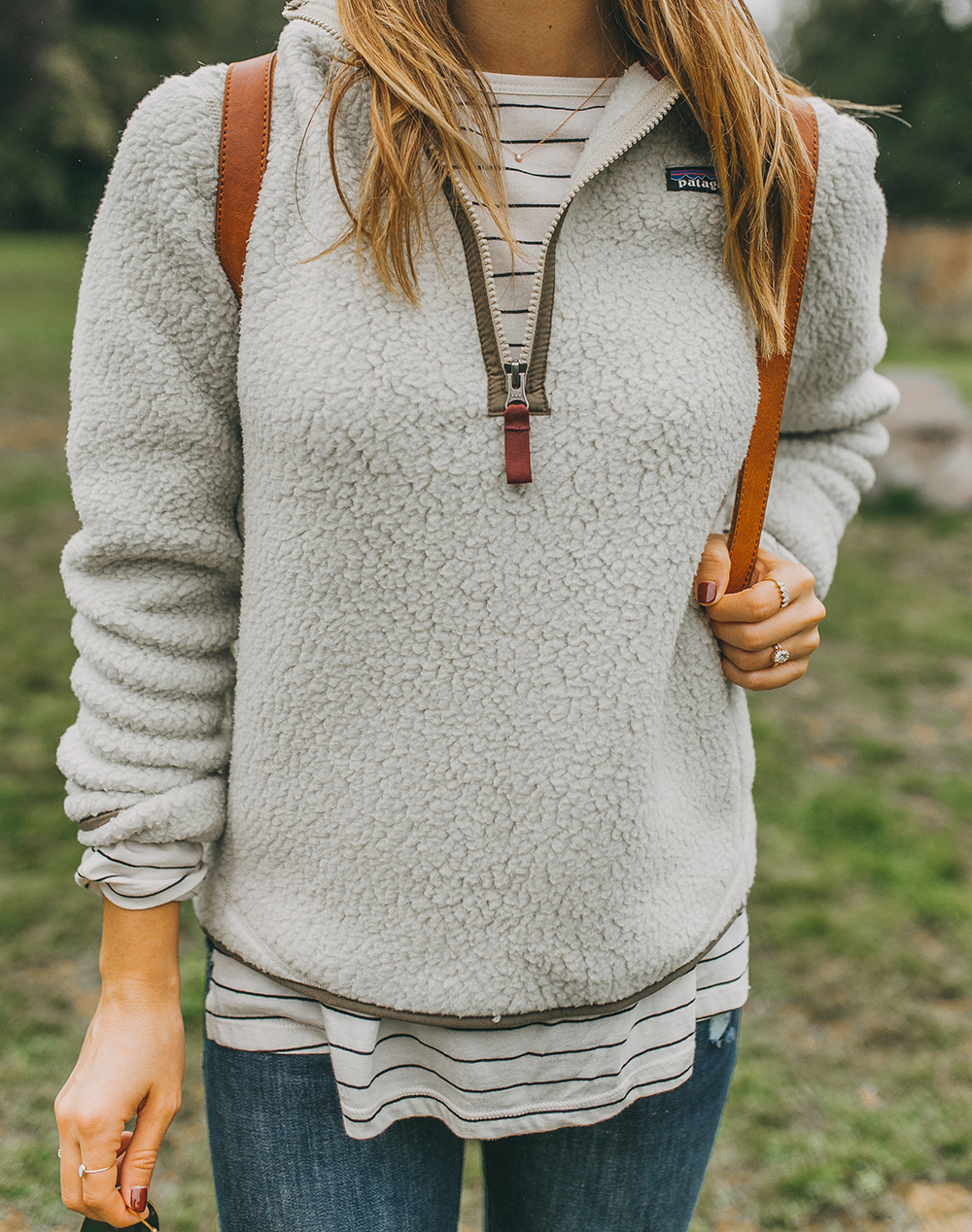 livvyland-blog-olivia-watson-austin-texas-fashion-lifestyle-travel-blogger-patagonia-retro-pile-fleece-pullover-backcountry-outfit-blarney-castle-cork-ireland-3