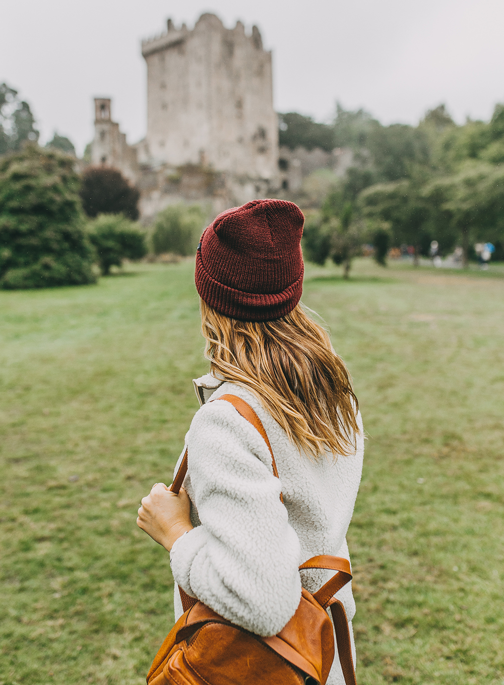 livvyland-blog-olivia-watson-austin-texas-fashion-lifestyle-travel-blogger-patagonia-retro-pile-fleece-pullover-backcountry-outfit-blarney-castle-cork-ireland-6