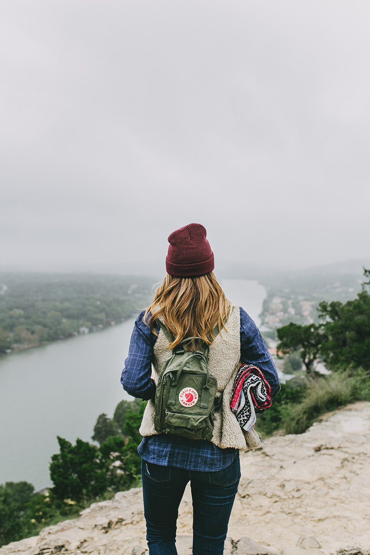 livvyland-blog-olivia-watson-austin-texas-lifestyle-blog-mount-bonnell-patagonia-los-gatos-vest-fjallraven-kanken-mini-backpack-deep-forest-green-hike-outfit-8