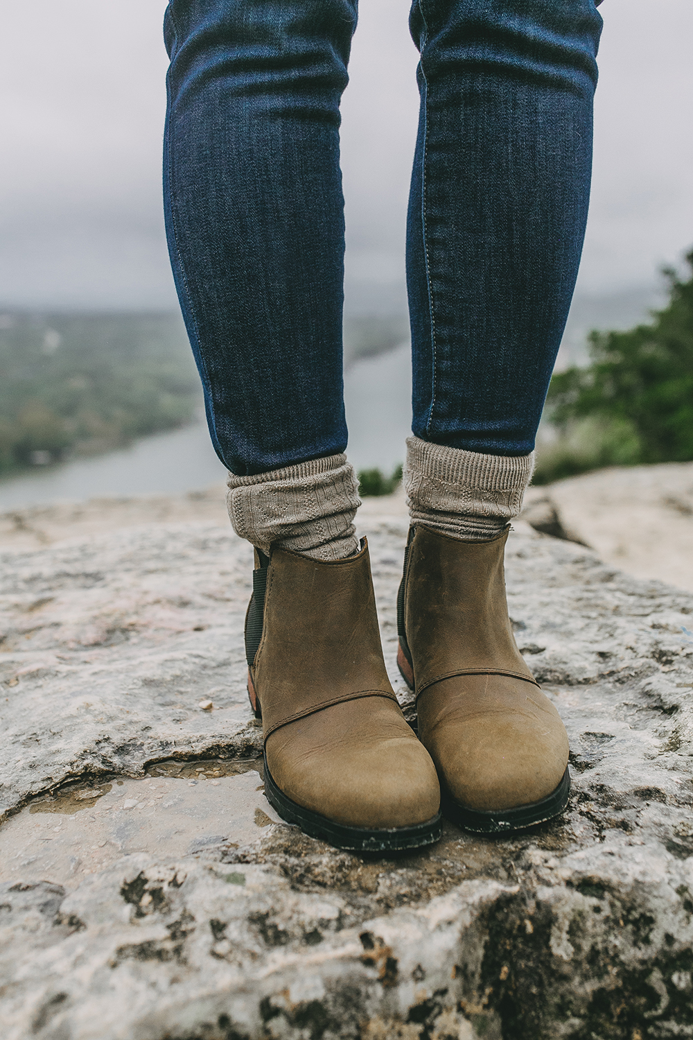 livvyland-blog-olivia-watson-austin-texas-lifestyle-blog-mount-bonnell-patagonia-los-gatos-vest-sorel-emelie-waterproof-chelsea-boots-hike-outfit-1