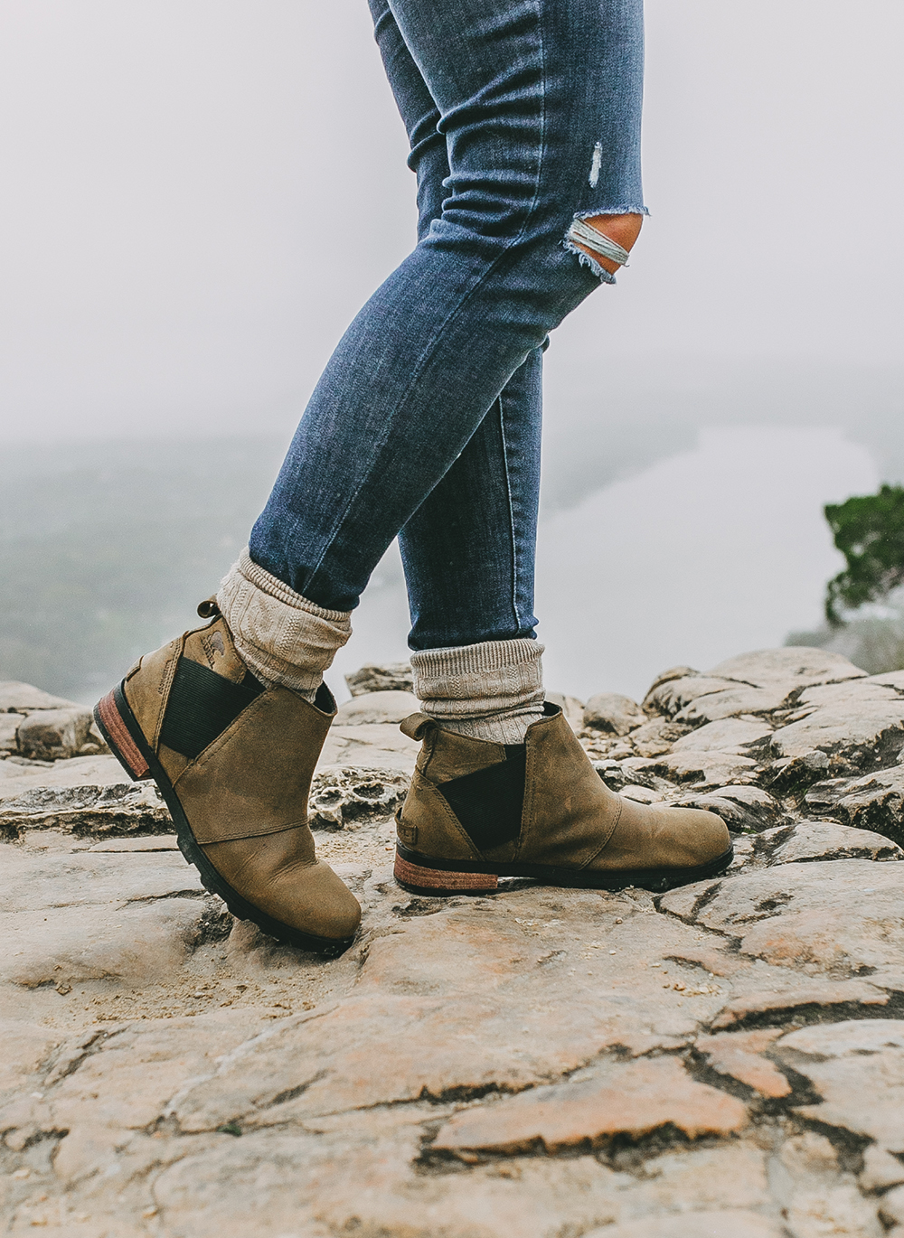livvyland-blog-olivia-watson-austin-texas-lifestyle-blog-mount-bonnell-patagonia-los-gatos-vest-sorel-emelie-waterproof-chelsea-boots-hike-outfit-2