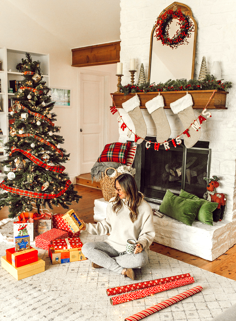 1-livvyland-blog-olivia-watson-austin-texas-lifestyle-blogger-christmas-tree-holiday-gift-idea-l'occitane-beauty-1