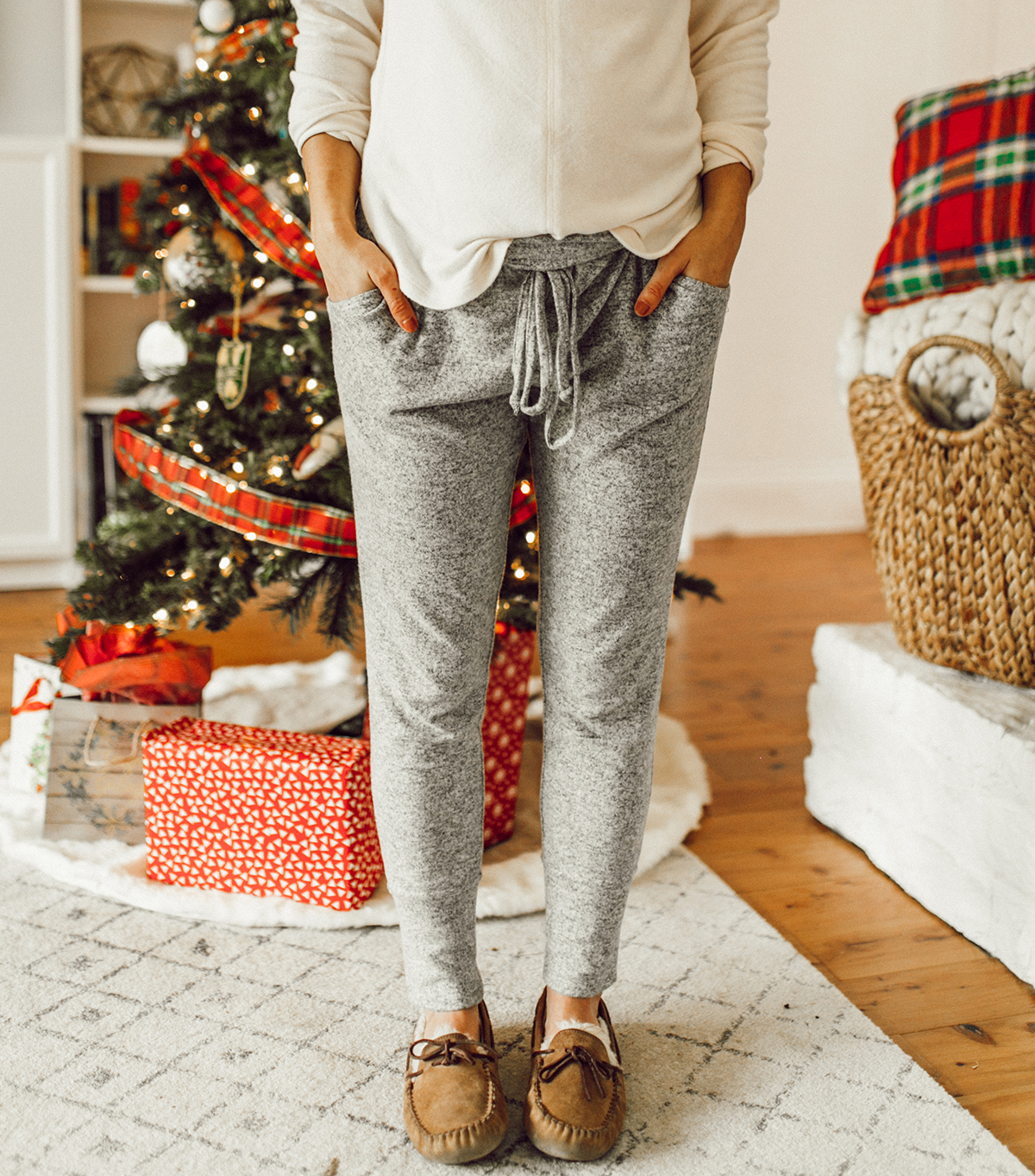 livvyland-blog-olivia-watson-austin-texas-fashion-blogger-cozy-christmas-gift-idea-bobeau-loungewear-8