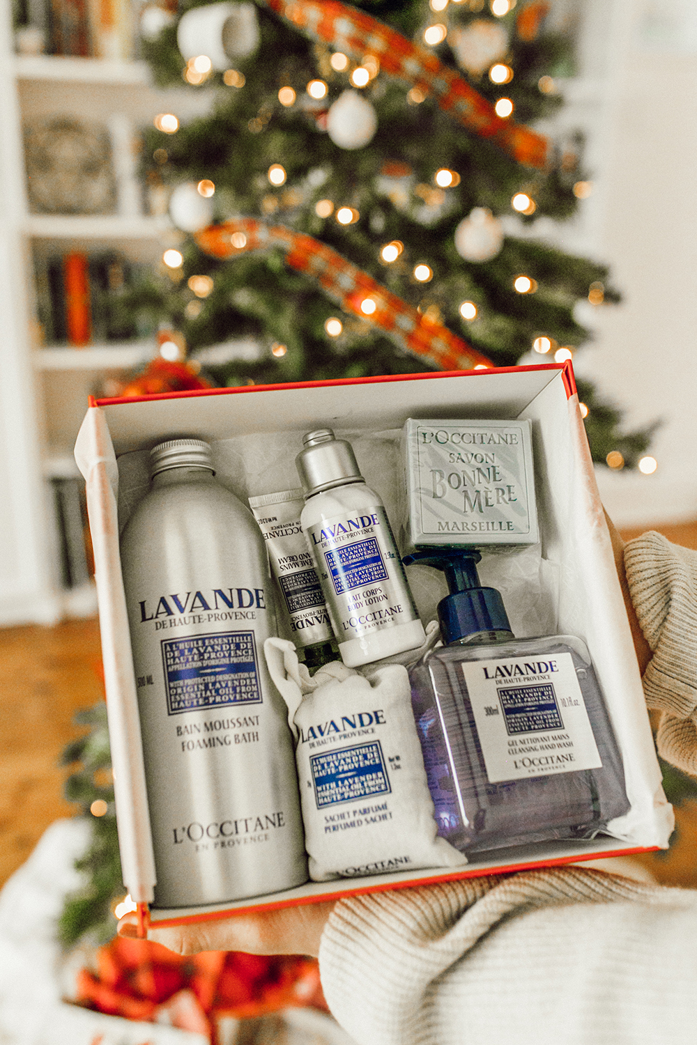 livvyland-blog-olivia-watson-austin-texas-lifestyle-blogger-christmas-tree-holiday-gift-idea-l'occitane-beauty-5