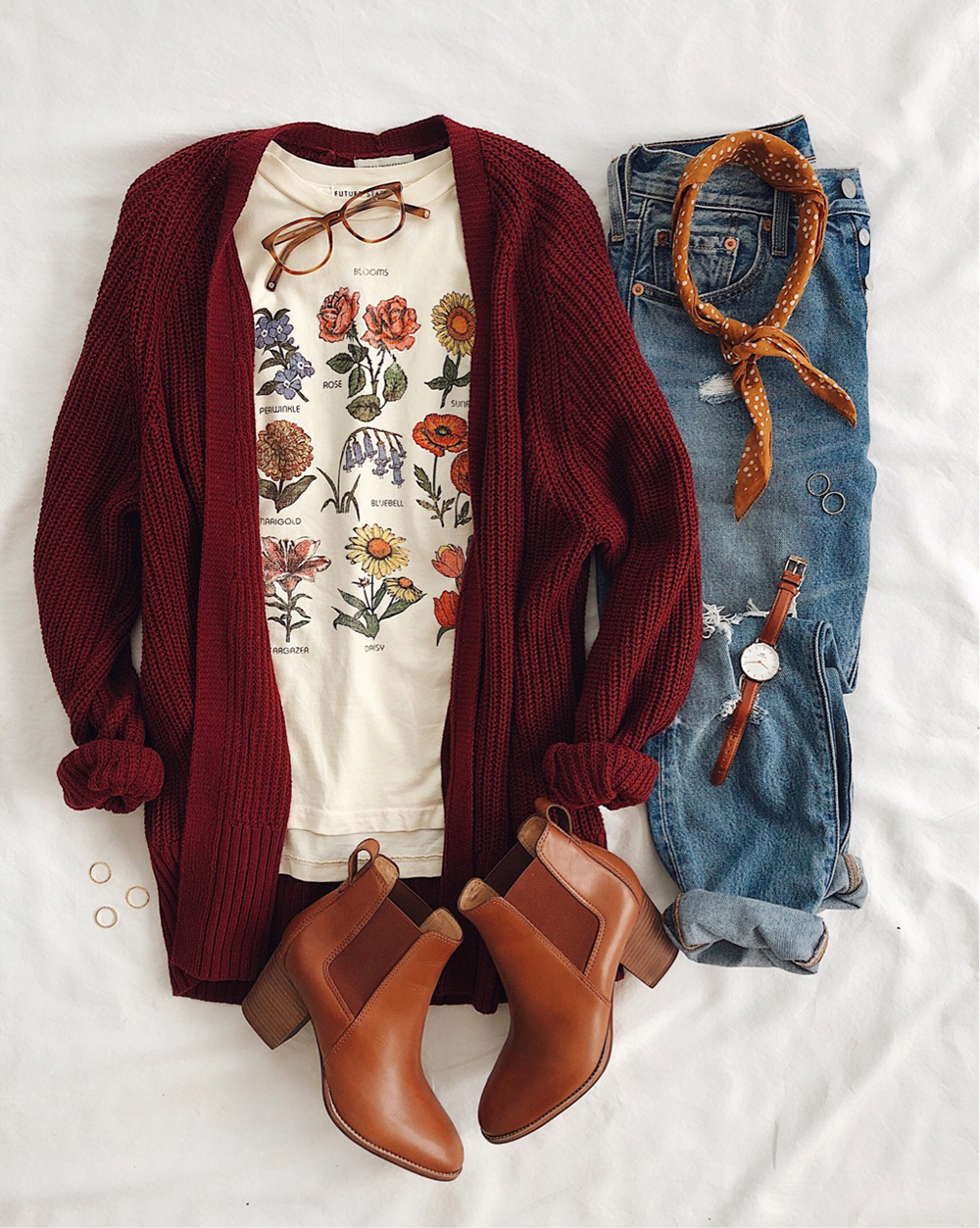 livvyland-blog-olivia-watson-best-cyber-monday-sales-urban-outfitters-cardigan-floral-botanical-tee-shirt