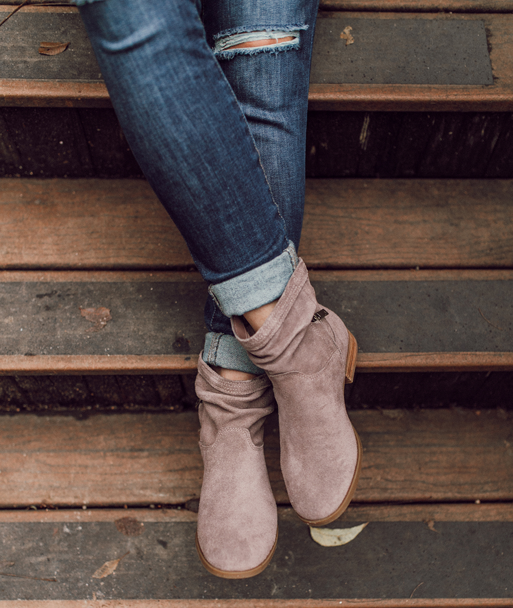 livvyland-blog-olivia-watson-austin-texas-fashion-lifestyle-blogger-koolaburra-lorelei-flat-ankle-booties-taupe-6