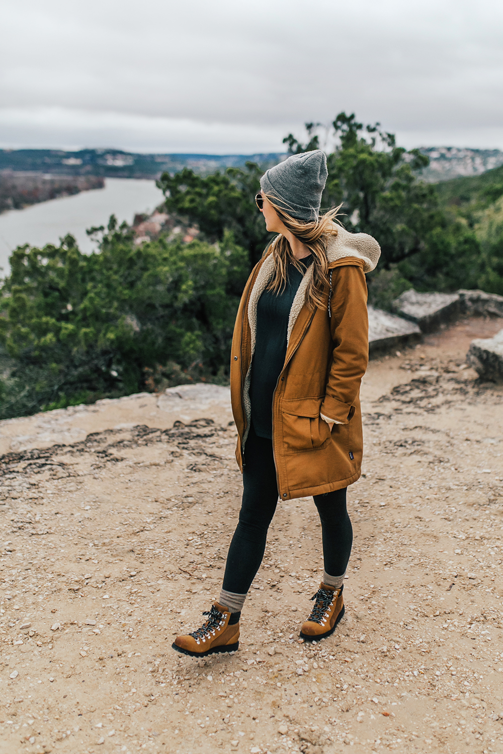 livvyland-blog-olivia-watson-austin-texas-fashion-lifestyle-blogger-patagonia-prarie-dawn-jacket-winter-hike-mount-bonnell-11