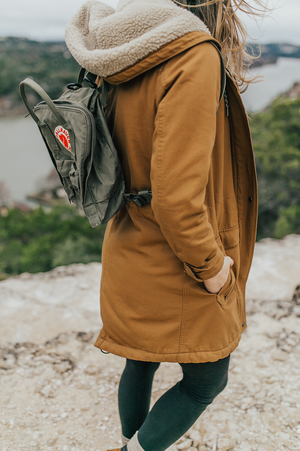 livvyland-blog-olivia-watson-austin-texas-fashion-lifestyle-blogger-patagonia-prarie-dawn-jacket-winter-hike-mount-bonnell-2
