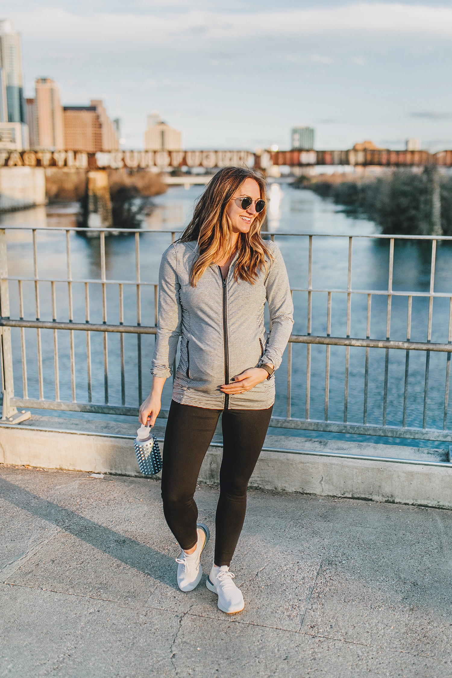 livvyland-blog-olivia-watson-austin-texas-lamar-bridge-maternity-pregnancy-workout-outfit-leggings-nordstrom-1