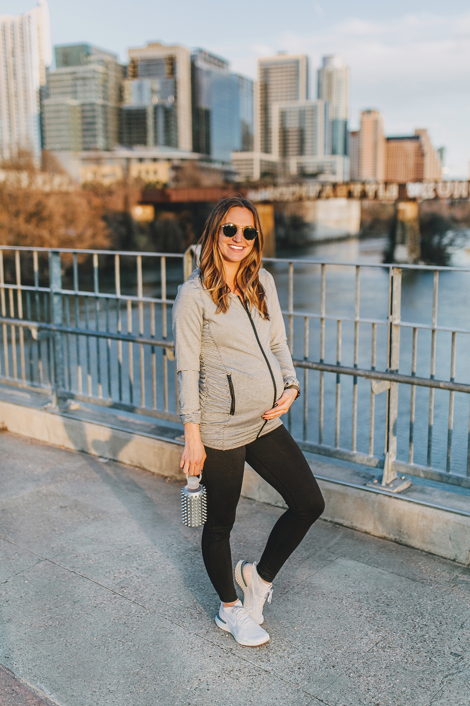 livvyland-blog-olivia-watson-austin-texas-lamar-bridge-maternity-pregnancy-workout-outfit-leggings-nordstrom-2