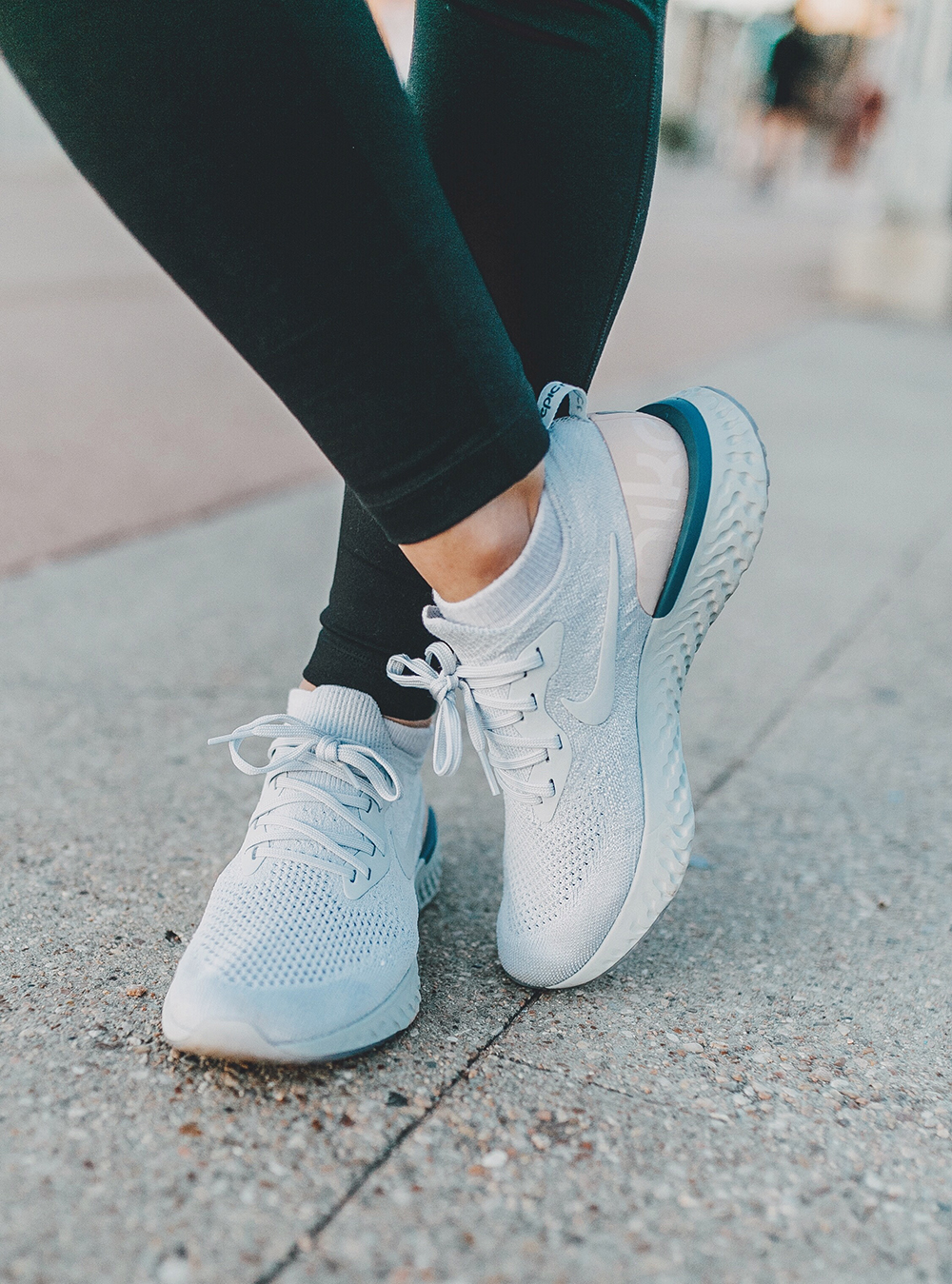 livvyland-blog-olivia-watson-austin-texas-lamar-bridge-maternity-pregnancy-workout-outfit-leggings-nordstrom-nike-flyknit-epic-react-1