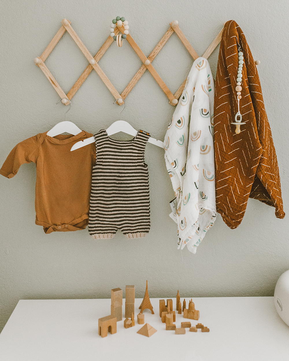 livvyland-blog-olivia-watson-baby-boy-gender-neutral-safari-nursery-theme-tour-reveal-earth-tones-4