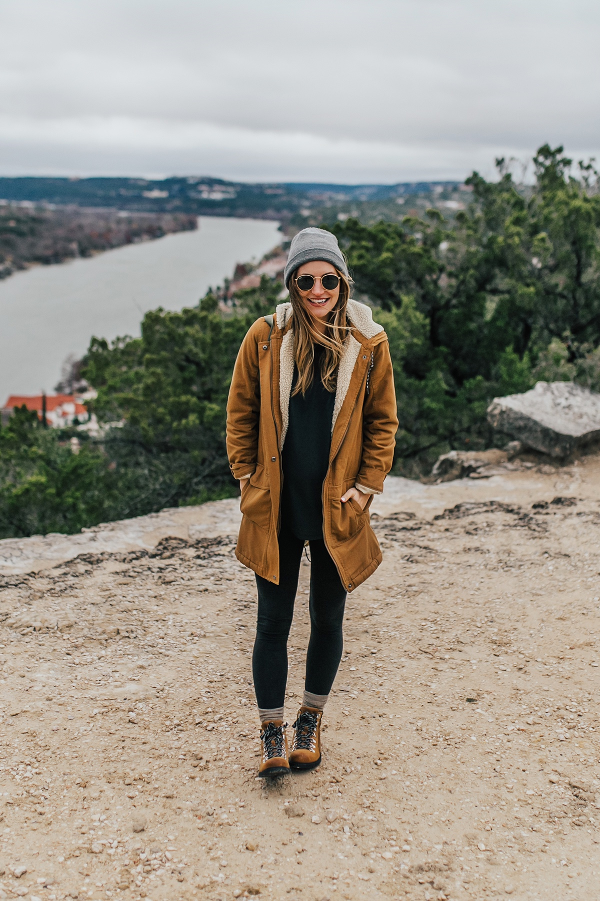 livvyland-blog-olivia-watson-austin-texas-fashion-lifestyle-blogger-patagonia-prarie-dawn-jacket-winter-hike-mount-bonnell-1