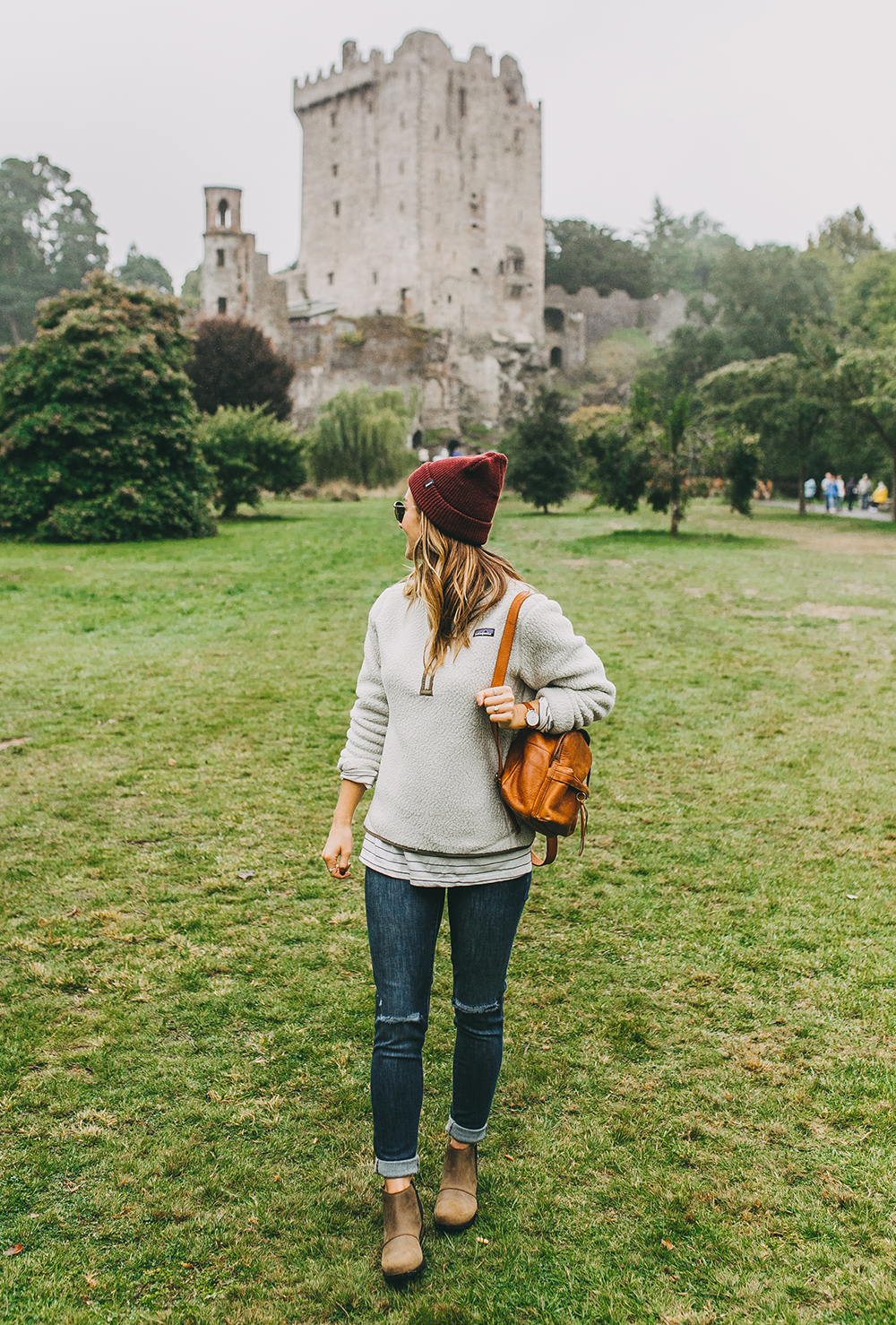 livvyland-blog-olivia-watson-austin-texas-fashion-lifestyle-travel-blogger-patagonia-retro-pile-fleece-pullover-backcountry-outfit-blarney-castle-cork-ireland-1