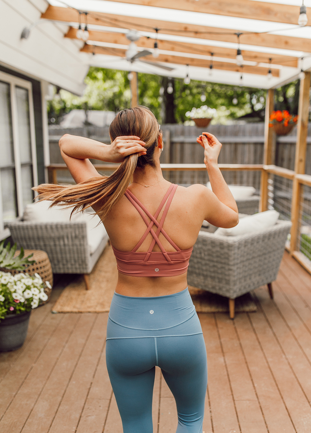 livvyland-blog-olivia-watson-austin-texas-lifestyle-blogger-lululemon-in-movement-leggings-long-lines-energy-bra-postpartum-workout-routine-6