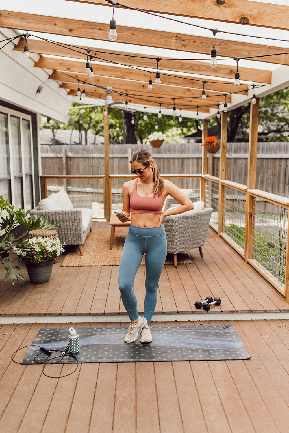 livvyland-blog-olivia-watson-austin-texas-lifestyle-blogger-lululemon-in-movement-leggings-long-lines-energy-bra-postpartum-workout-routine-7