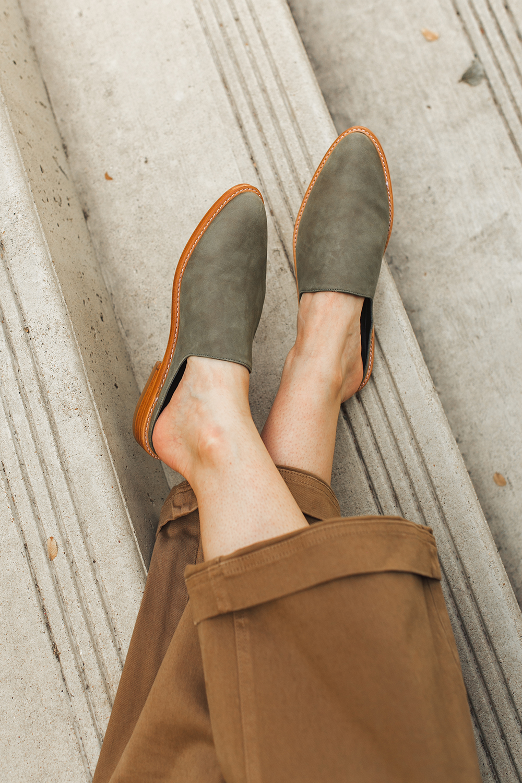 livvyland-blog-olivia-watson-austin-texas-lifestyle-fashion-blogger-fortress-of-inca-adra-mule-olive-2