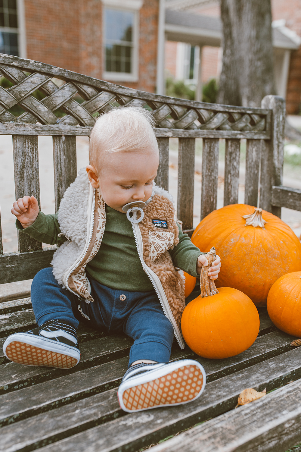 livvyland-blog-olivia-watson-austin-texas-lifestyle-fashion-blogger-patagonia-los-gatos-vest-outfit-pumpkin-patch-2