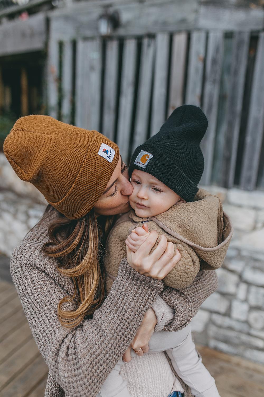 livvyland-blog-olivia-watson-austin-texas-lifestyle-motherhood-blogger-mozarts-coffee-brixton-beanie-1