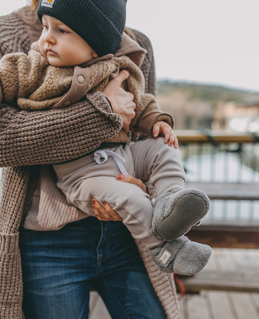 livvyland-blog-olivia-watson-austin-texas-lifestyle-motherhood-blogger-mozarts-coffee-patagonia-cardigan-off-country-cardigan-infant-uggs-bixbee-booties