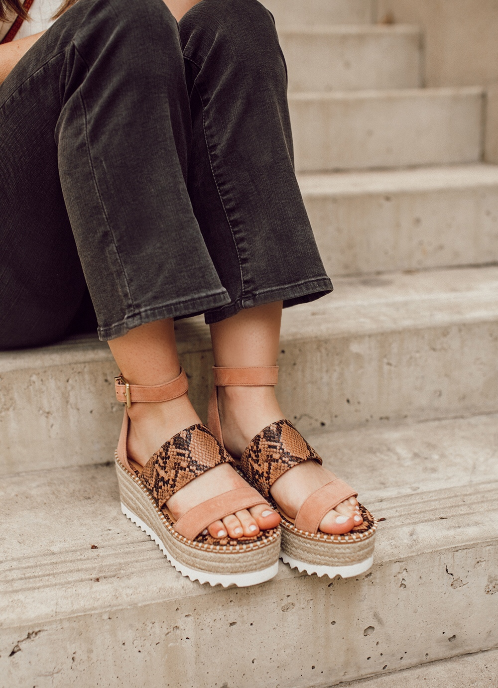 livvyland-blog-olivia-watson-austin-texas-fashion-style-blogger-crown-vintage-spring-peach-wedges-shoes-affordable-dsw-2