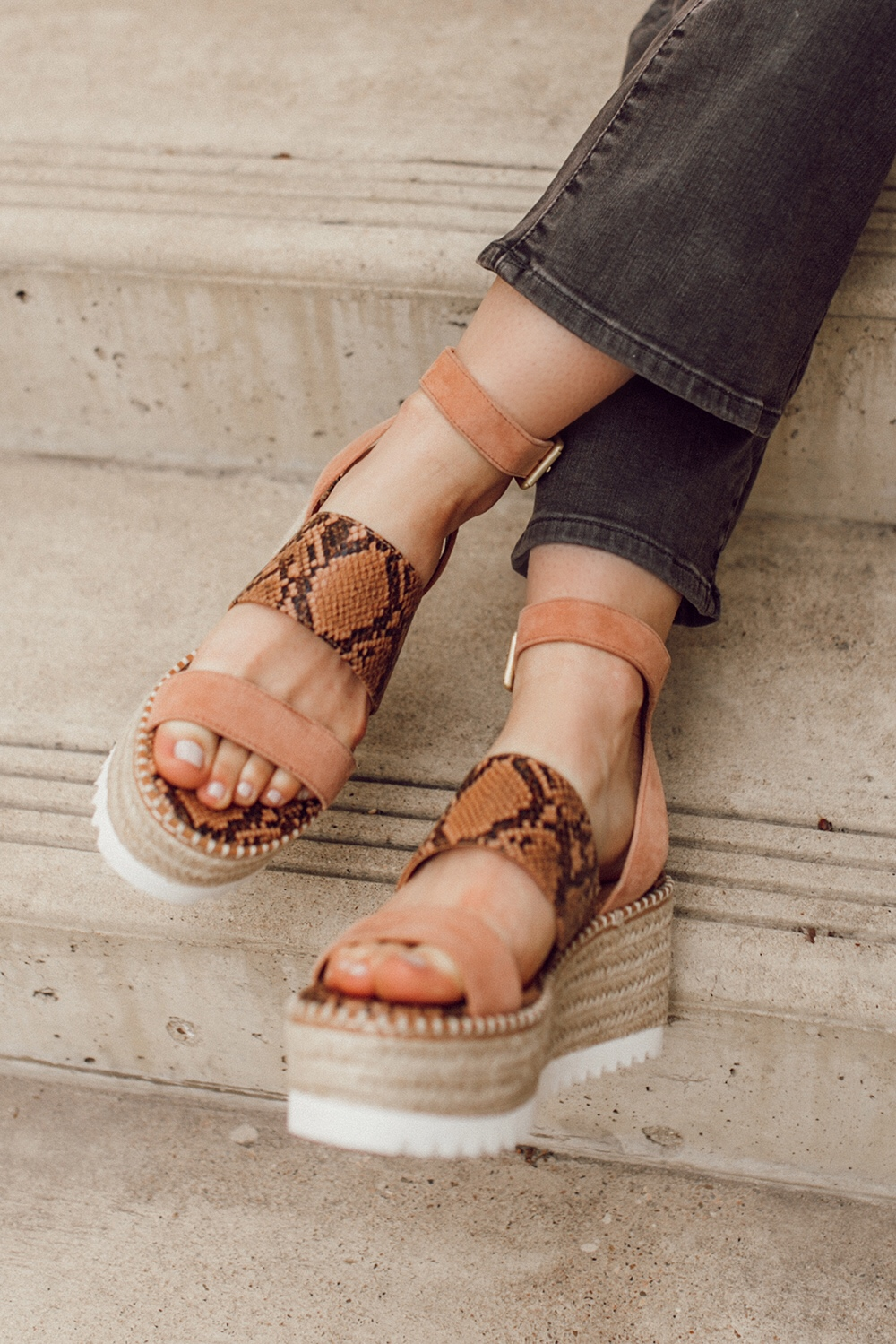 livvyland-blog-olivia-watson-austin-texas-fashion-style-blogger-crown-vintage-spring-peach-wedges-shoes-affordable-dsw-3