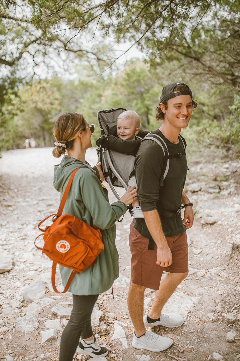 livvyland-blog-olivia-watson-austin-texas-greenbelt-hike-nature-walk-fjallraven-kanken-mini-autumn-leaf-baby-backpack-2