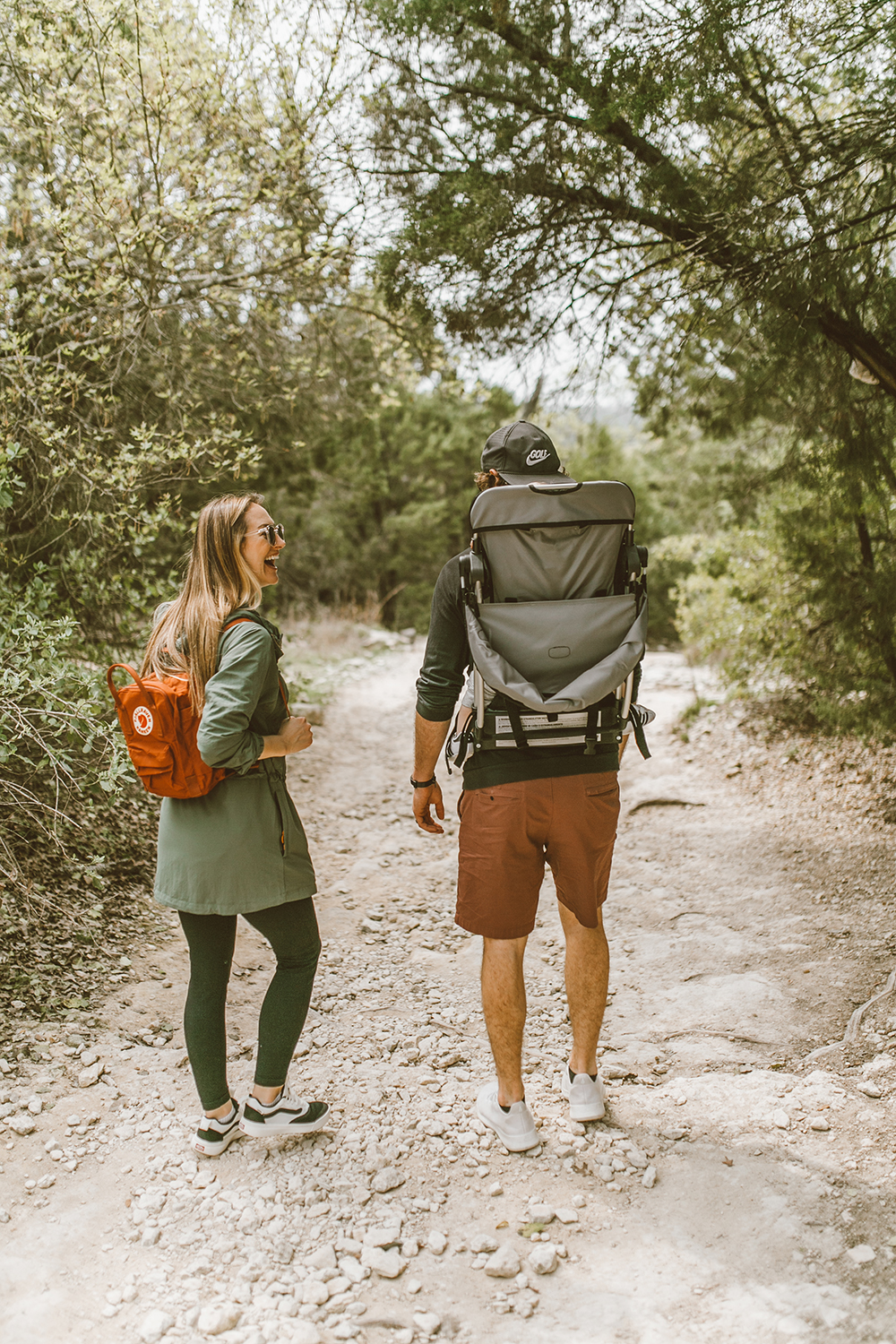 livvyland-blog-olivia-watson-austin-texas-greenbelt-hike-nature-walk-fjallraven-kanken-mini-autumn-leaf-baby-backpack-4