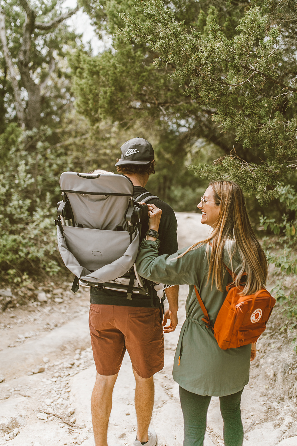 livvyland-blog-olivia-watson-austin-texas-greenbelt-hike-nature-walk-fjallraven-kanken-mini-autumn-leaf-baby-backpack-5