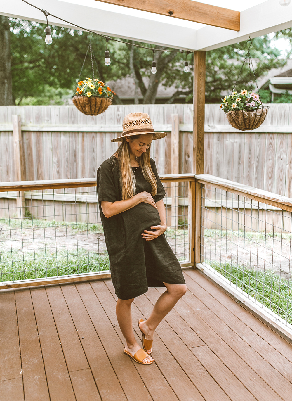 livvyland-blog-olivia-watson-linen-shift-dress-eileen-fisher-organic-handkerchief-boxy-dress-austin-texas-patio-pregnancy-summer-outfit-1