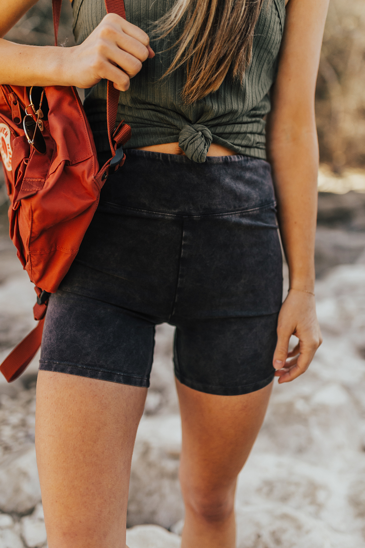 livvyland-blog-olivia-watson-austin-texas-lifestyle-fashion-blogger-greenbelt-hike-free-people-fp-movement-hot-shot-bike-shorts-outfit-3