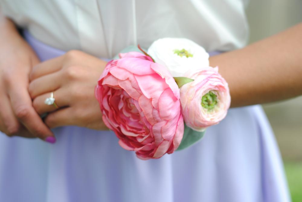 DIY wrist corsage, wedding DIY, easy wrist corsage
