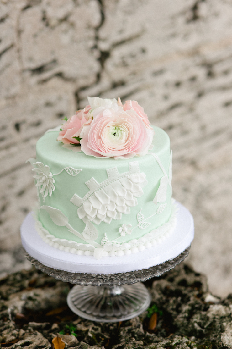 small wedding budget, mint and white wedding cake, single tier wedding cake