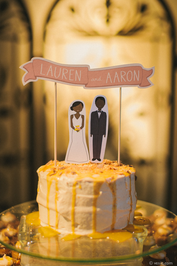 8 Ways to Save Money on Your Wedding Cake / Loverly